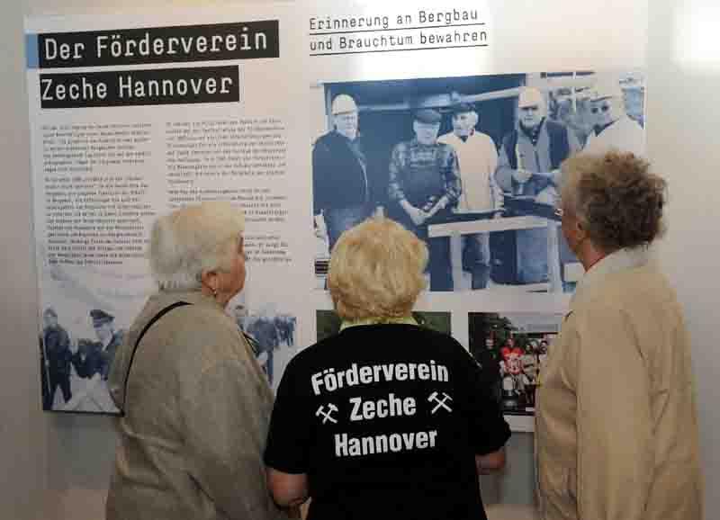 Blick in die eigene Geschichte: Ausstellungstafel über den Förderverein in der Maschinenhalle der Zeche Hannover. Foto: LWL/Appelhans