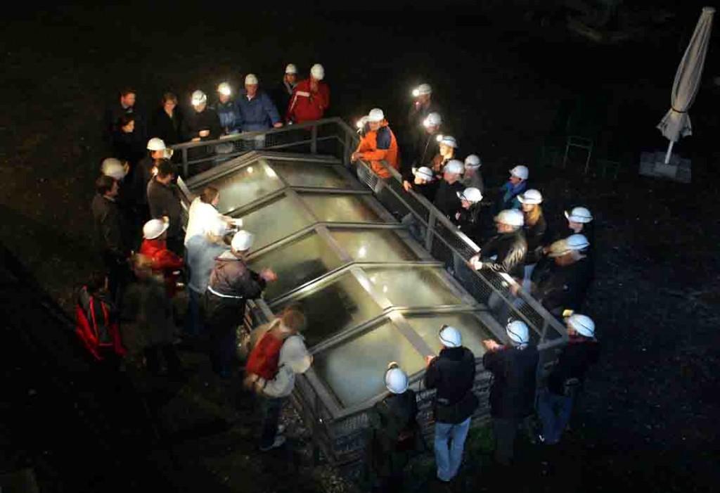 Im Lichtkegel der Grubenlampe erscheint das Industriedenkmal in neuem Licht. Foto: LWL