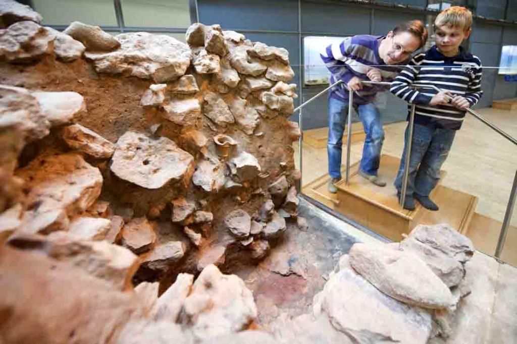 Der Töpferofen - unverzichtbar für die Handwerker der Legion. Dieser Ofen im LWL-Römermuseum wurde unter dem heutigen Museumsparkplatz entdeckt. Foto: LWL/Hähnel