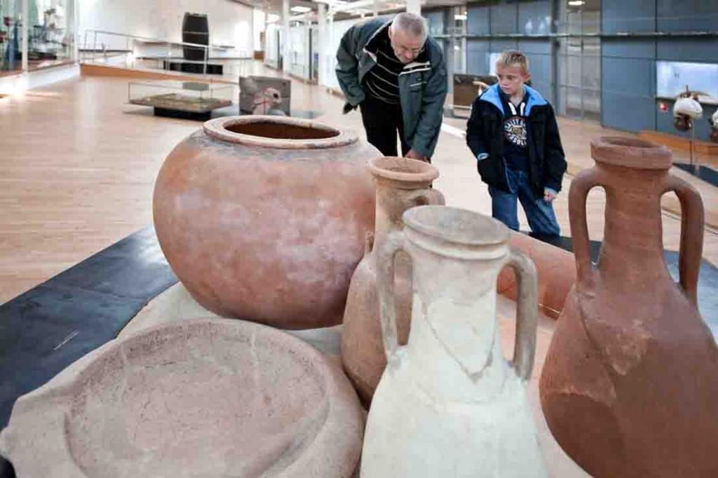 Die Geschicklichkeit der römischen Handwerker beweisen die im Museum ausgestellten Amphoren. Foto: LWL/Hähnel