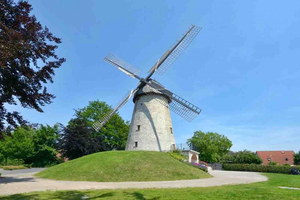 Dank des Einsatzes vieler ehrenamtlich Engagierter hat Ennigerloh mit der Wallholländer-Windmühle nun ein vorbildlich instand gesetztes Denkmal. Foto: LWL/Dülberg