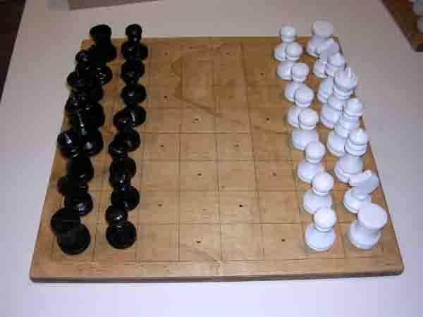 Im Kreativseminar gießen die Teilnehmenden Schachfiguren selbst und fertigen Spielbretter aus Holz. Foto: LWL/Löbbert