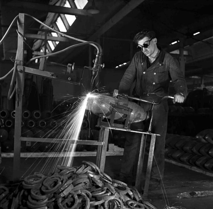 Arbeiter in der Maschinenfabrik Meer in Mönchengladbach, 1941. Foto: Ruhr Museum/ Ruth Hallensleben