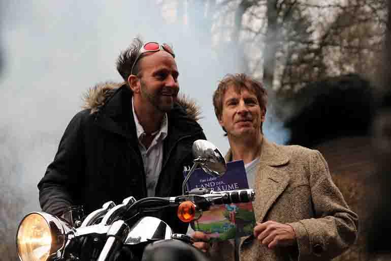 """Die Comedians Tom Lehel und Ingolf Lück präsentieren das Familien-Musical """"Land der Träume"""" beim Elspe Festival © Elspe Festival"""