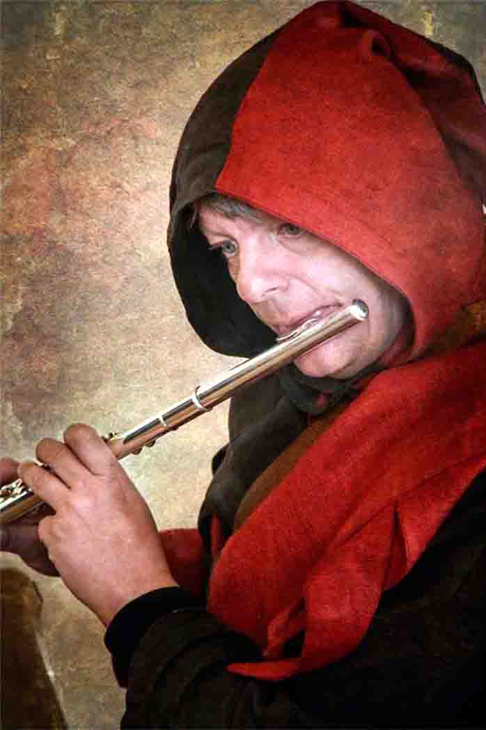 Er entführt in längst vergangene Zeiten: der Spielmann Michel. Foto: Michael Völkel