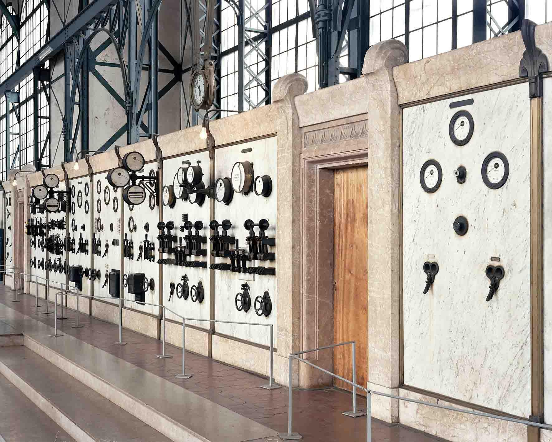 Technik mit Stil: Die marmorne Schalttafel in der Maschinenhalle von Zollern. Foto: LWL